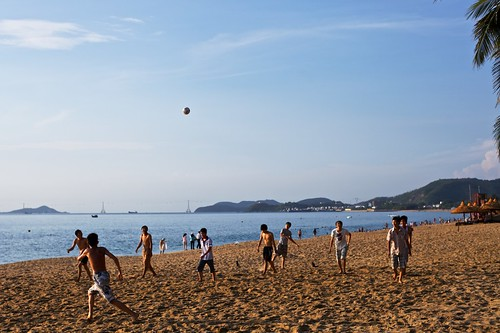 boy sea beach sports sunrise 50mm outdoor vietnam goodmorning 海滩 nhatrang carlzeiss 日出 越南 蔡司 planart50mmf14 芽庄