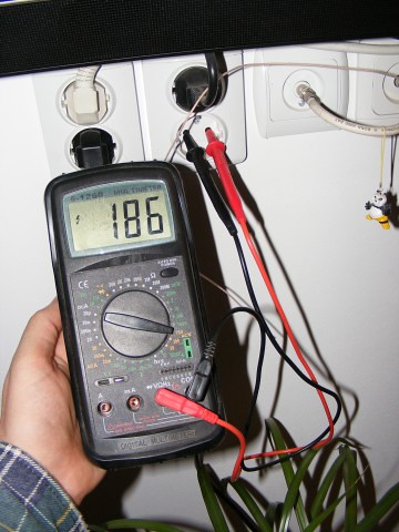 Voltage-Testing_Digital-Multimeter_62801-360x480