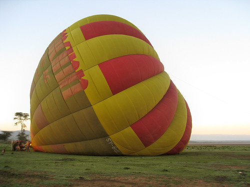 balloon geo:lat=045189389 geo:lon=3626136303 geotagged kenya set:name=200911kenya 0tagged hotairballoon elementaita