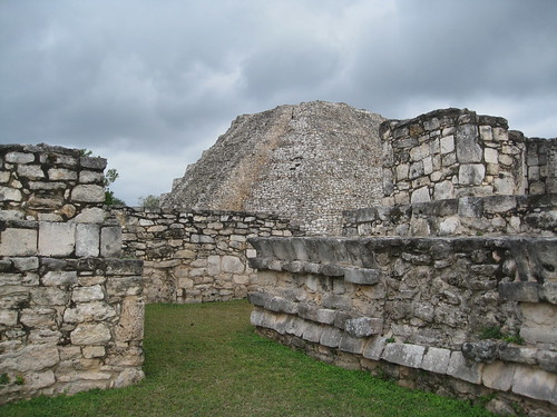 Pathways through Mayapan