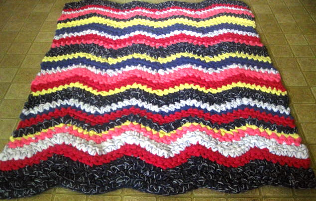Crochet Pattern For Zig Zag Rug : Colorful Zigzag Crocheted Rug Flickr - Photo Sharing!