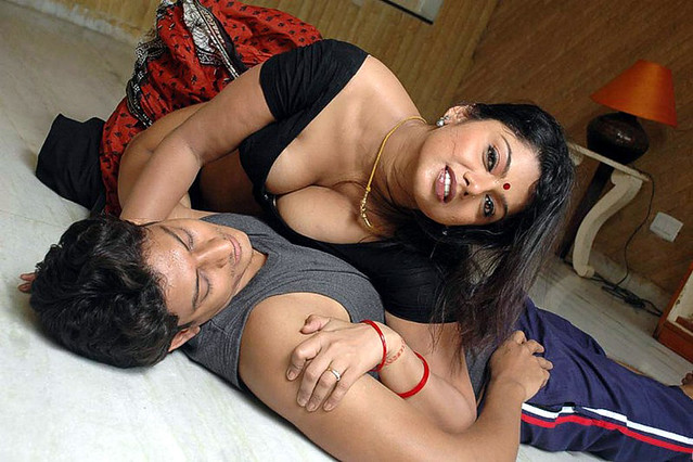 Result of Aunty Boobs Show In Red Blouse Mallu Aunties Hot Collection