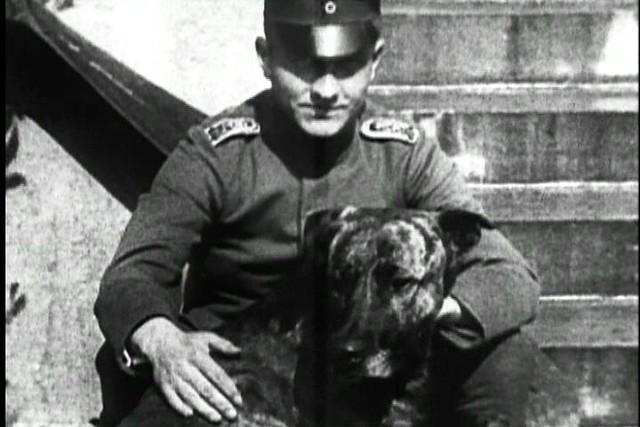 The Red baron (Manfred von Richthofen) with his dog Moritz