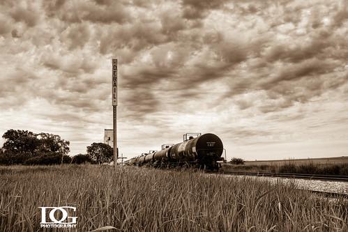 road railroad train canon rail davin prairie saskatchewan hdr highdynamicrange sask eos450d gegolick daving rebelxsi davingphotography
