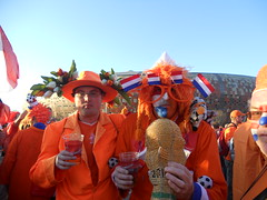 Orange Neterlands fans with trophy