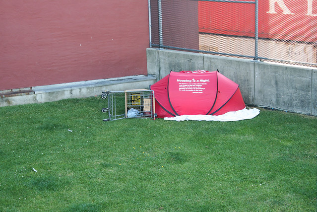 Homeless ของที่นี่มีเต็นท์ส่วนตัวด้วย เท่มาก