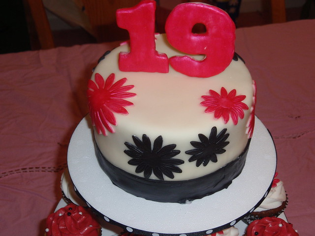 19 birthday cake pictures