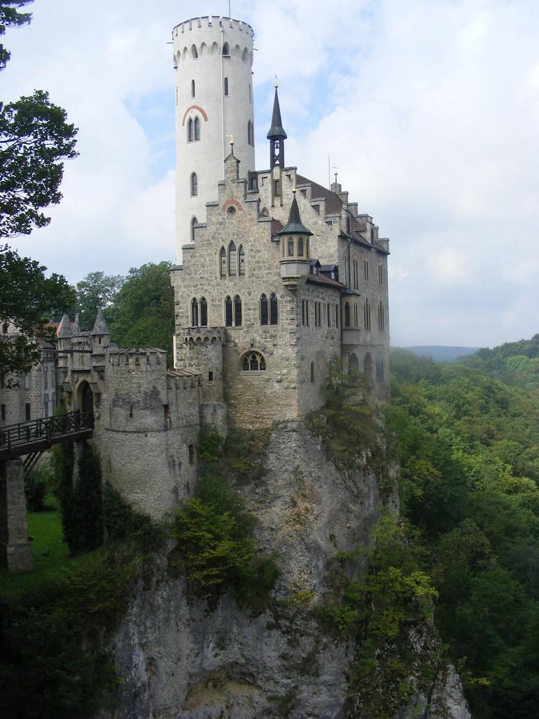 Castillo de Lichtenstein, Montes Suabos, Alemania.