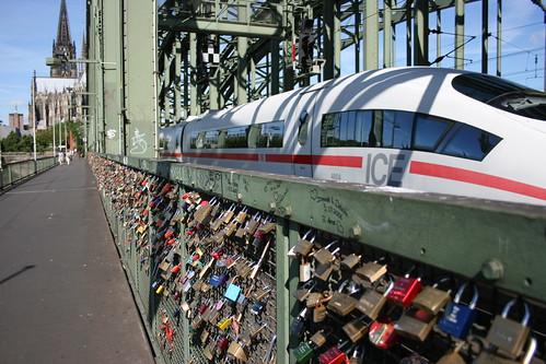 Vorhangschlösser an Hohenzollernbrücke in Köln