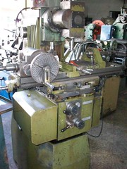 machine(1.0), metal lathe(1.0), tool(1.0), tool and cutter grinder(1.0), toolroom(1.0), milling(1.0), machine tool(1.0),