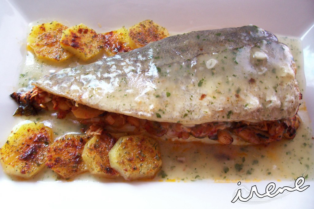 La cocina casera de irene merluza rellena de marisco con for Merluza rellena al horno