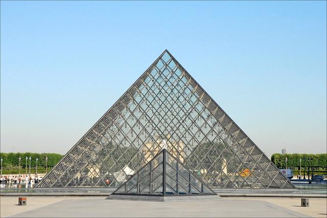 La pyramide du louvre flickr photo sharing for Architecte de pyramide