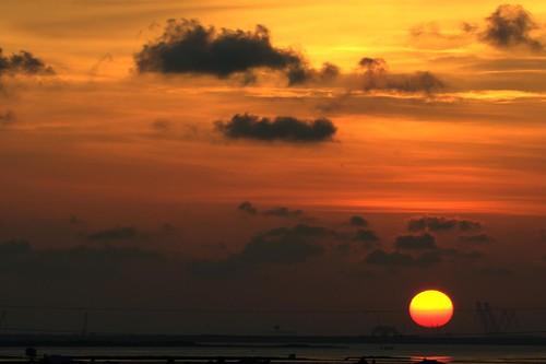 sunset sun water nikon texas corpuschristi tamron portaransas mustangisland barrierislands horwath coudy tamronlens aransaspass corpuschristibay coastalbend d700 rayhorwath mygearandmepremium tamron70200mmf28lens
