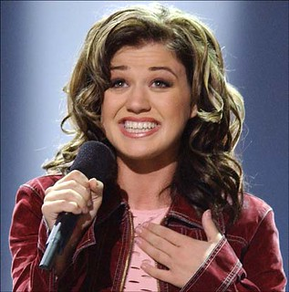 kelly_clarkson_wins_american_idol