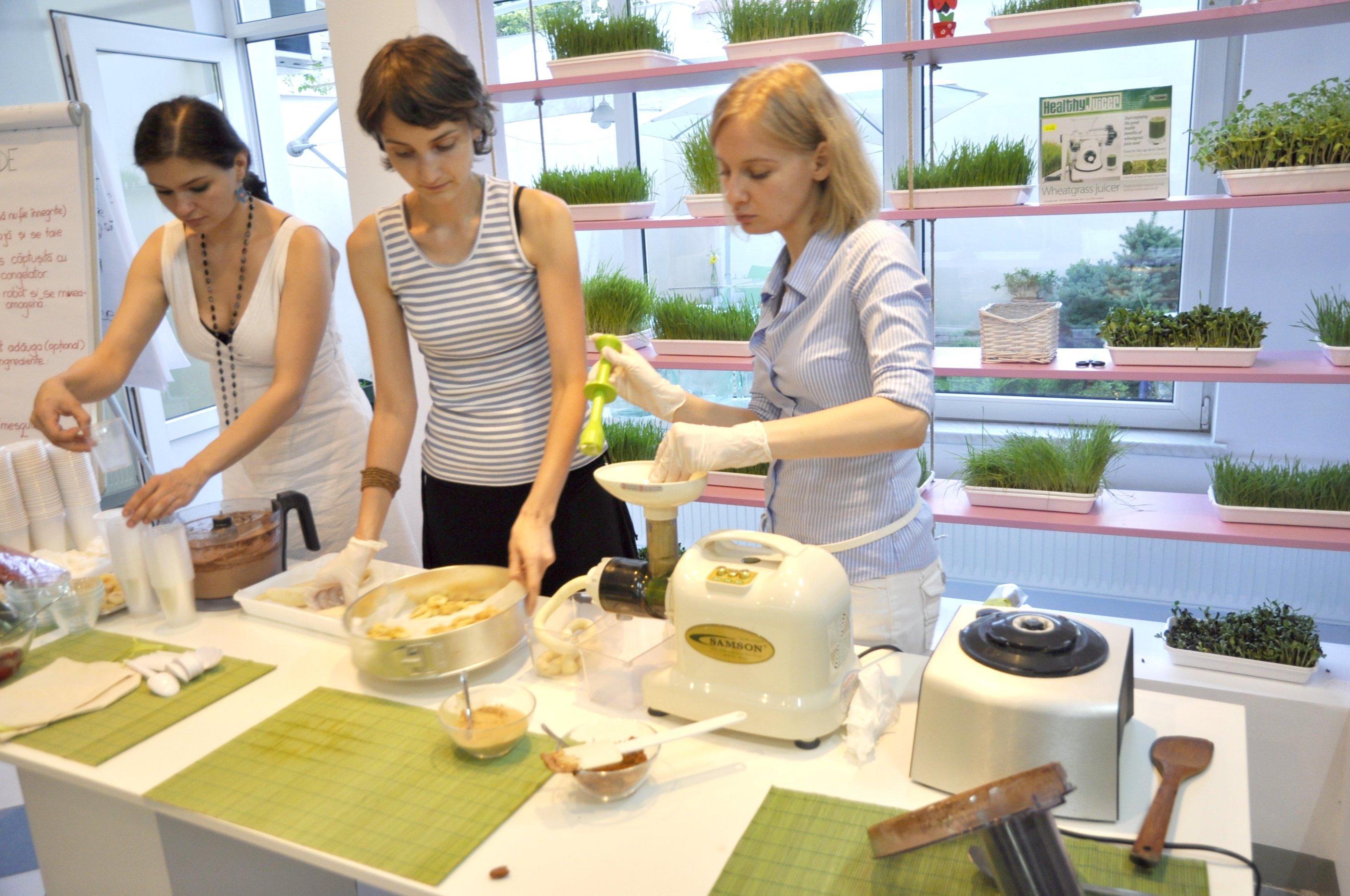 Slow Juicer Banana : Making raw banana ice cream, using Samson slow juicer Flickr - Photo Sharing!
