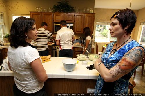 janice talks w/rachel while john, james & leilani cook dinner