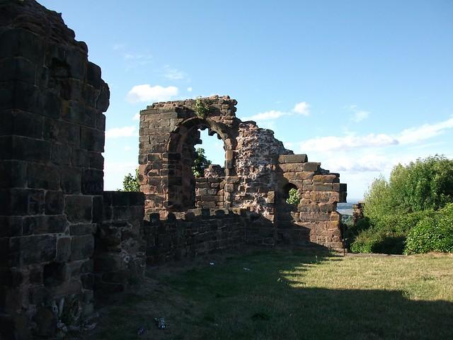 Halton Castle, Runcorn, Cheshire | The ruins of Halton ...
