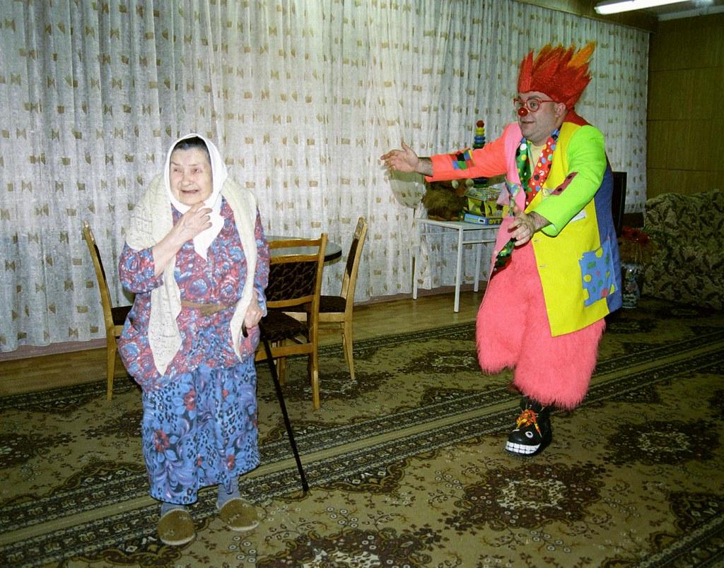 JJ 5(John Glick/Russia Clown Trip 2004)