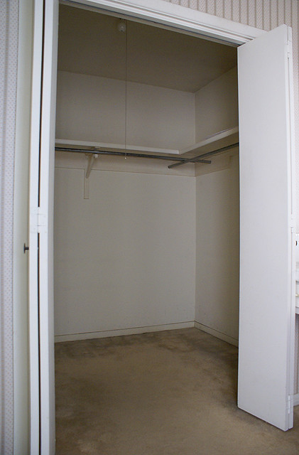 dating empty closets