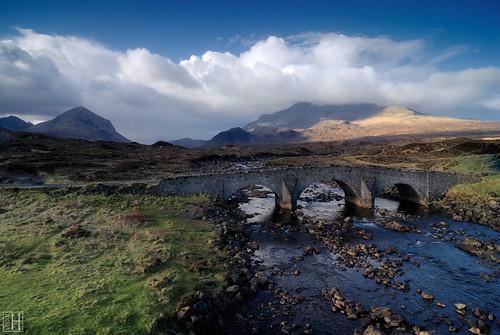 morning mountain clouds geotagged scotland highlands isleofskye spirit braveheart landcape gbr oldbridge glensligachan sligachanhotel sconser infinestyle grosbritannien eileanacheoward geo:lat=5729019625 geo:lon=617308876