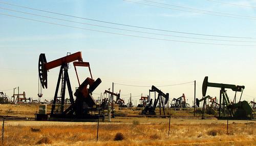 美國加州的鑽油場。(來源:CGP Grey)