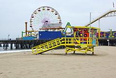 Santa Monica Beach - lifeguard house, Pier and Ferris Wheel