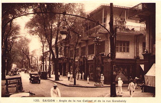 SAIGON - Angle de la rue Catinat et de la rue Carabelli