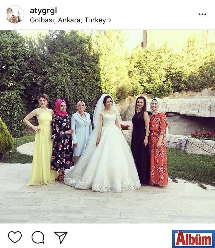Atiye Görgülü, Tıp Fakültesi'nden arkadaşının Ankara Gölbaşı'nda düzenlenen düğün töreninden bu fotoğrafı paylaştı.