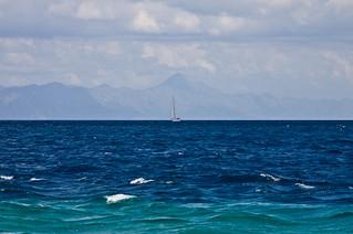 Εικόνα από Zlatni Rat Golden Horn κοντά σε Bol. boat croatia bol hvar adriaticsea brač zlatnirat jadranskomore canoneos50d canonefs18135mmf3556is
