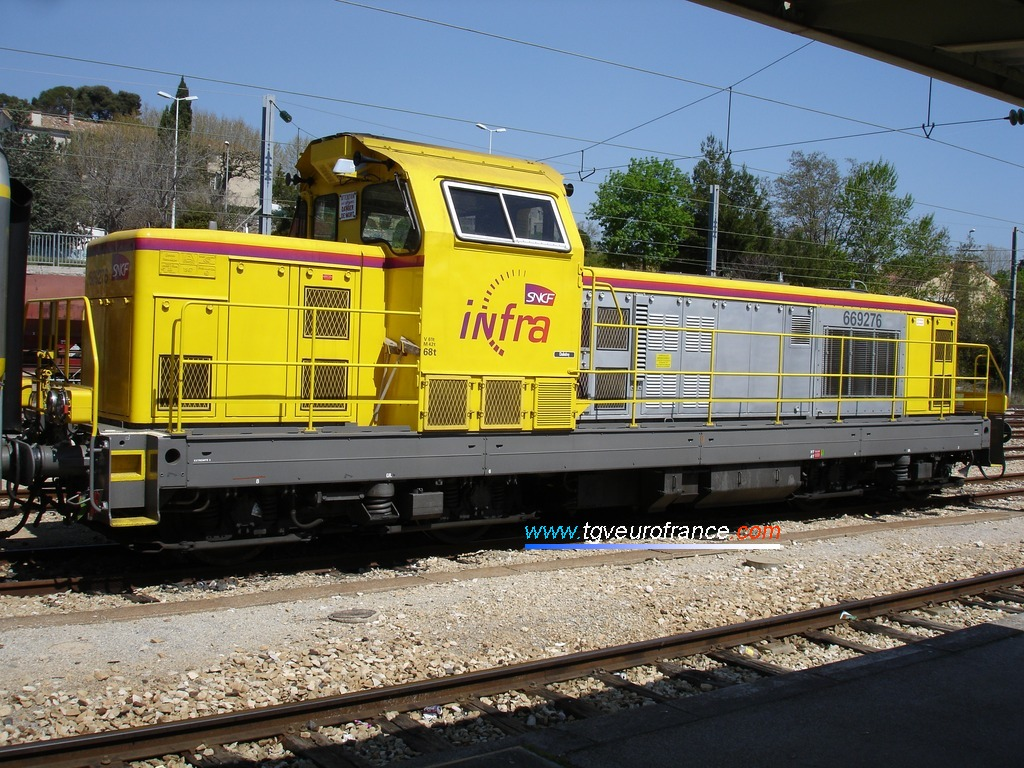 Cette BB 69000 provient de la remotorisation d'une locomotive BB 66000.
