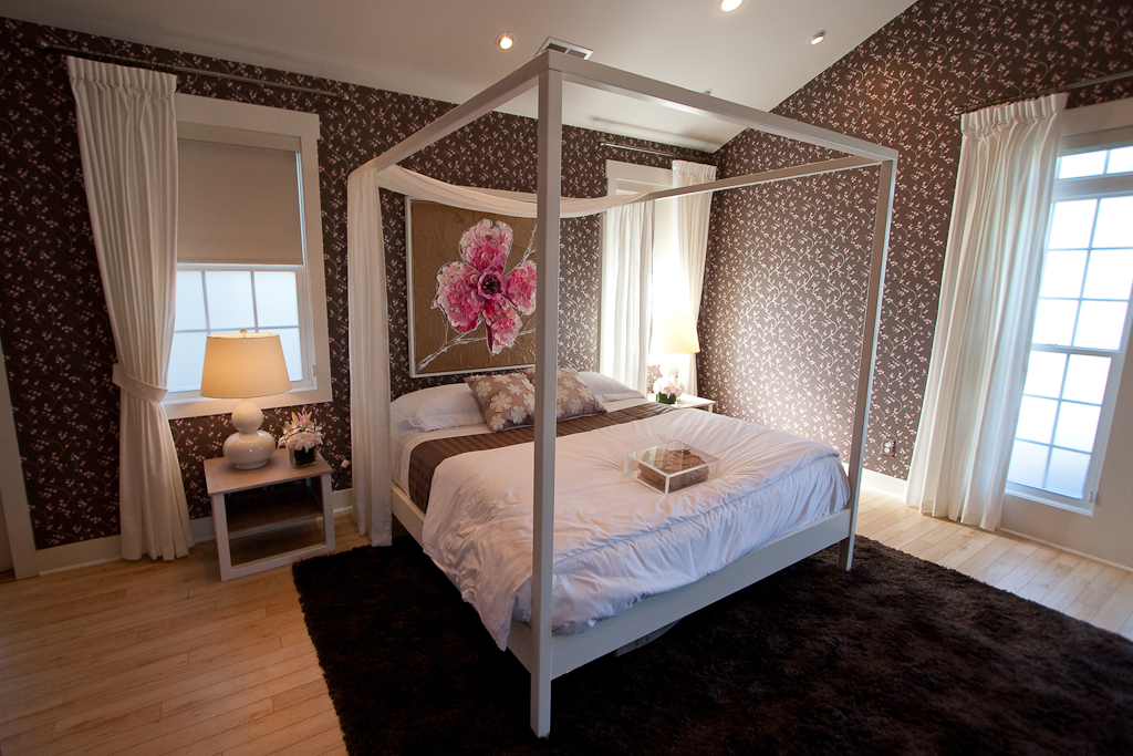 10 Great Ideas To Jazz Up A Small Square Bedroom: Flickr - Photo Sharing