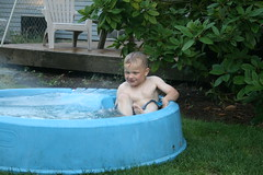 hot tub(0.0), child(1.0), backyard(1.0), swimming pool(1.0), leisure(1.0),