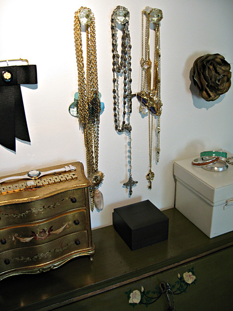 accessories+chains+bows+antique desk
