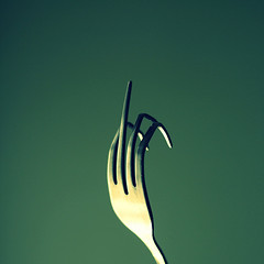 hand(0.0), calligraphy(0.0), illustration(0.0), fork(1.0), macro photography(1.0), green(1.0), close-up(1.0),