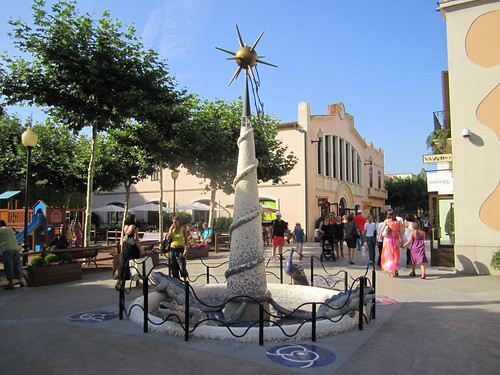 Shopping la roca village designer outlet near barcelona for Las rocas outlet barcelona