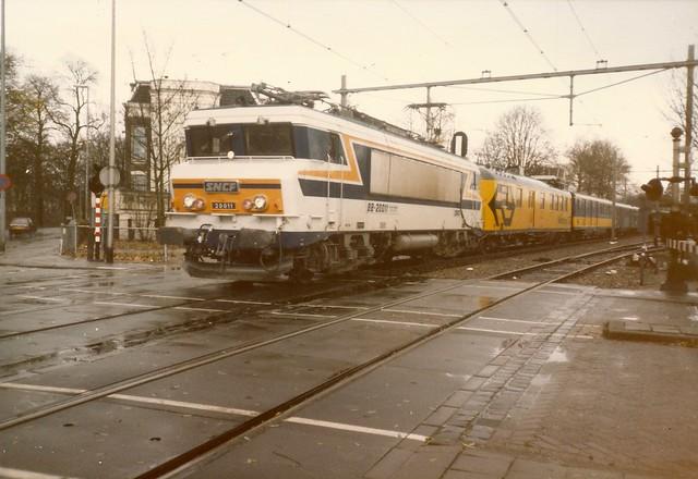 SNCF=~0003 Locomotive BB 20011 pendant des essais aux NS. Train 82152 ...