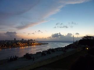 Fortaleza de San Carlos de La Cabaña 在 中哈瓦那 附近 的形象. sunset atardecer havana cuba fortaleza bahia lahabana havanacity fortalezadesancarlosdelacabaña bahiadelahabana