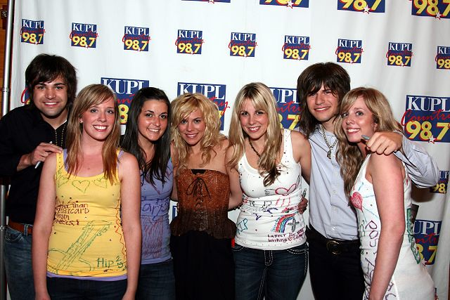 the band perry meet and greet pictures of people