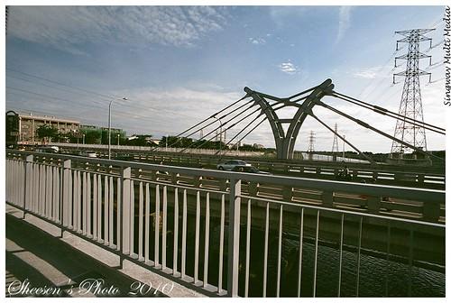 nikonfm2 鹽水溪 fujicolorxtra400 vivitar19mm138mcais 20100527 自行車橋 一個呆子 鹽水溪橋上吹風