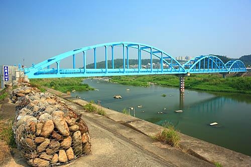 5L90鳳山溪自來水管橋