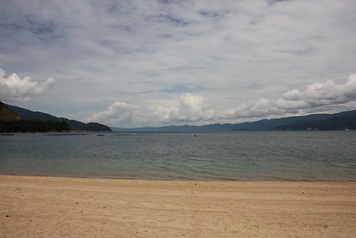 松原の砂浜と敦賀の海