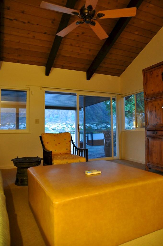 Liliha kapalama hawaii tripcarta for Inter island hotel furniture