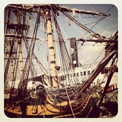 schooner(0.0), galley(0.0), longship(0.0), carrack(0.0), lugger(0.0), barquentine(0.0), cog(0.0), sloop-of-war(0.0), caravel(0.0), brig(0.0), brigantine(0.0), sail(1.0), sailboat(1.0), sailing ship(1.0), vehicle(1.0), ship(1.0), full-rigged ship(1.0), mast(1.0), tall ship(1.0), watercraft(1.0), boat(1.0), galleon(1.0),