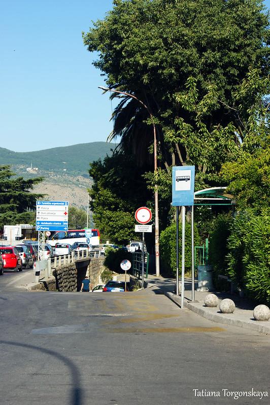 Остановка перед херцегновской автостанцией