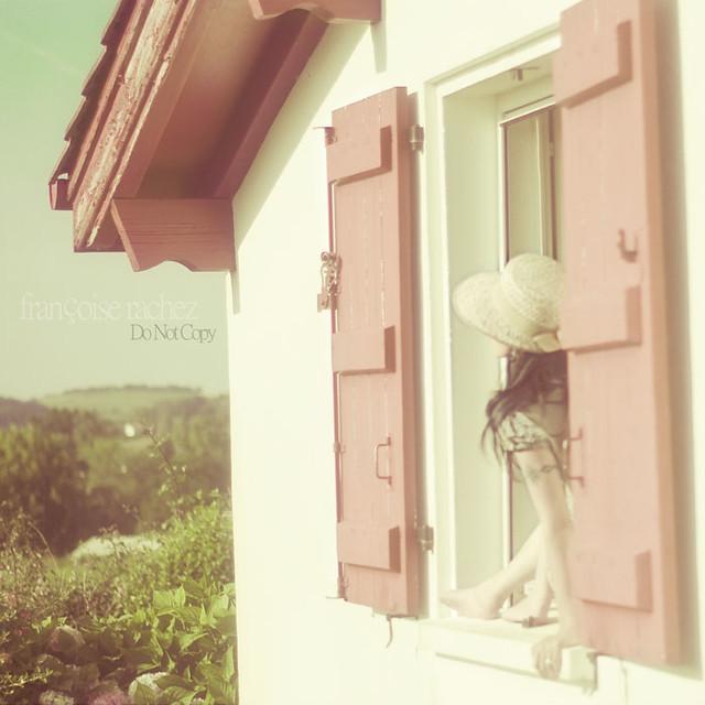 Par la fenêtre...