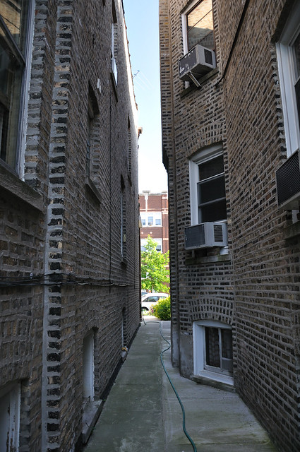 chicago gangway between a pair of two flats in lincoln squ by