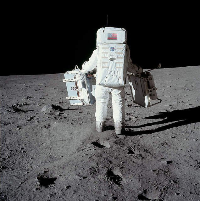 neil armstrong was left handed - photo #13