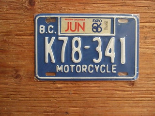 BRITISH COLUMBIA, 1986 EXPO86 STICKER, BLUE BASE ---MOTORCYCLE PLATE