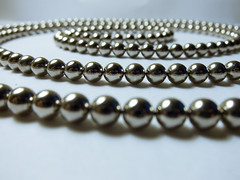 chain(0.0), bracelet(0.0), pearl(1.0), jewellery(1.0), gemstone(1.0), bead(1.0),