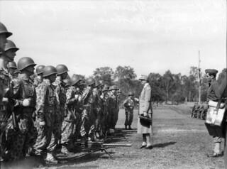 Eleanor Roosevelt visiting troops in Brisbane, 1943